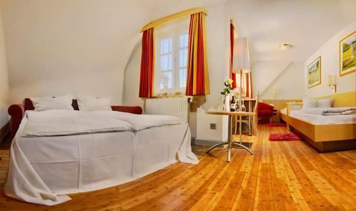 Hotel-Restaurant-Biergarten Gasthof zum Ochsen, (Ehingen/Donau), 4-Bett-Zimmer, 22qm, max. 4 Personen