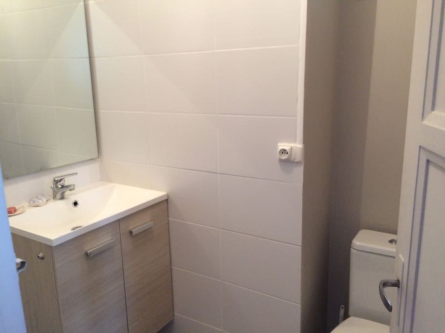 Salle de douche et toilette privatif