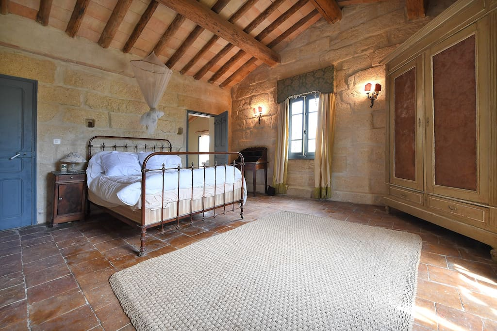 2nd floor double room with en suite