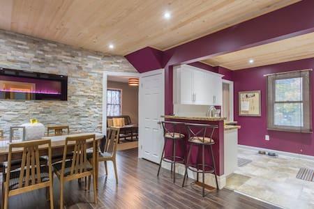 The Merlot Cottage w patio! NiagaraOnTheLake/NFLS