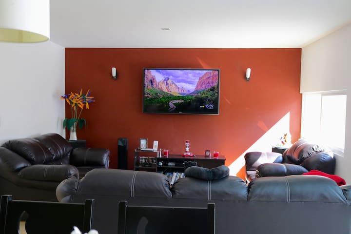 Habitación en Atlixco con cochera, cocina, sala