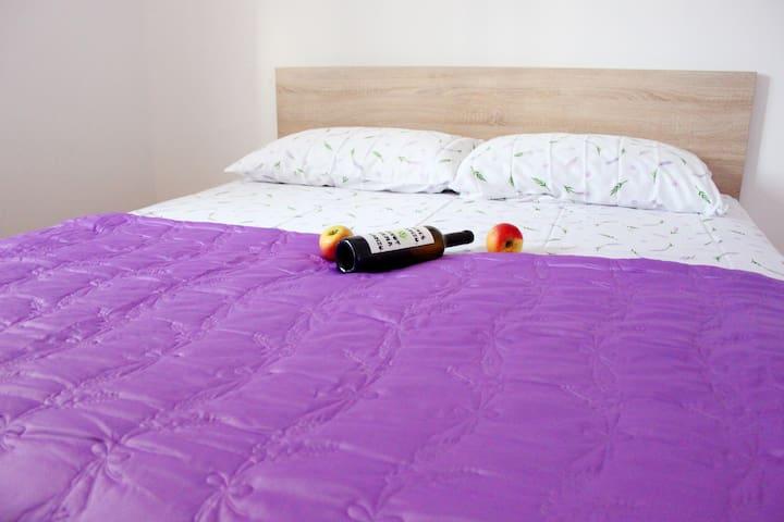 Amazing one bedroom Lavander apartment with pool - Gustirna - Leilighet