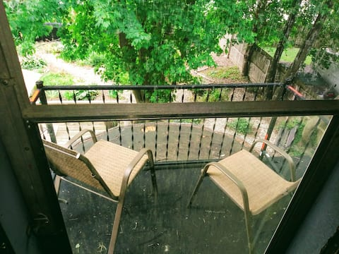 The New York Loft & balcony: small but wonderful!