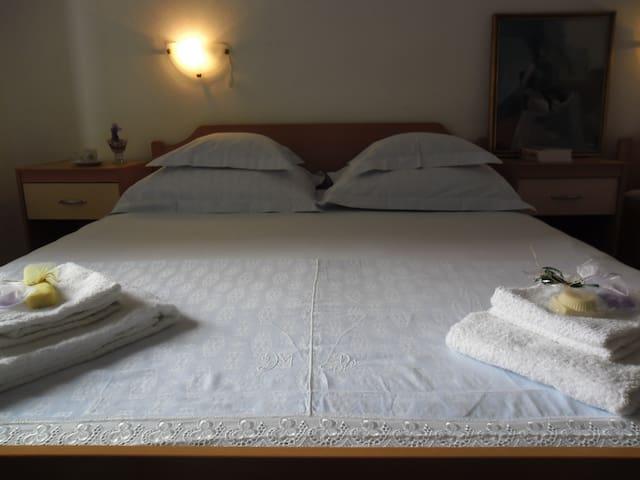 Dragabeba, room #1