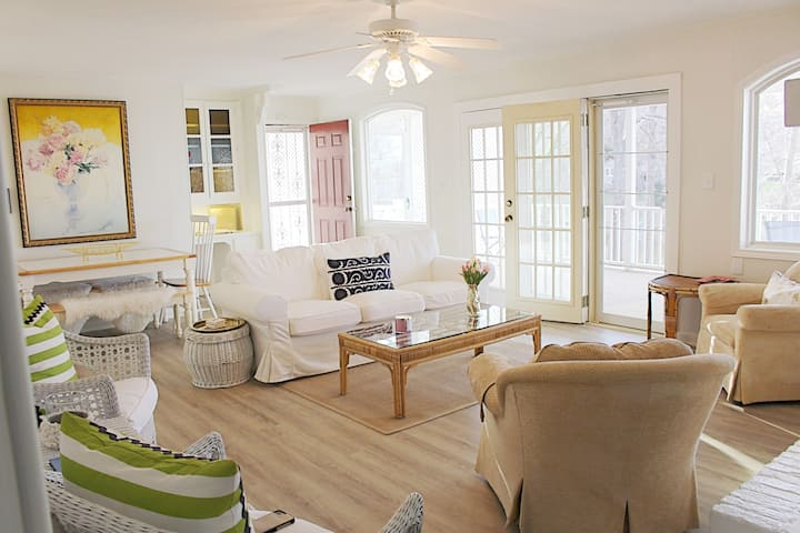 Lake Front Cottage -TIEC, Asheville, Greenville