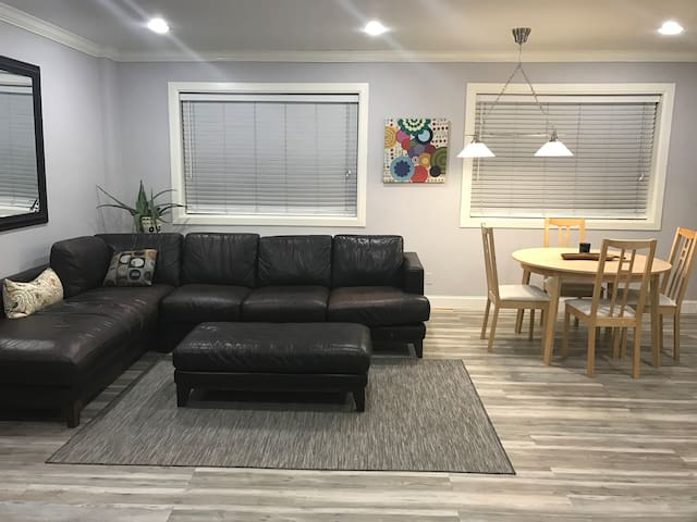 MODERN LUXURY CONDO - MINUTES TO DOWNTOWN