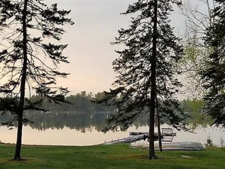 Northwoods Lakeside Cabin