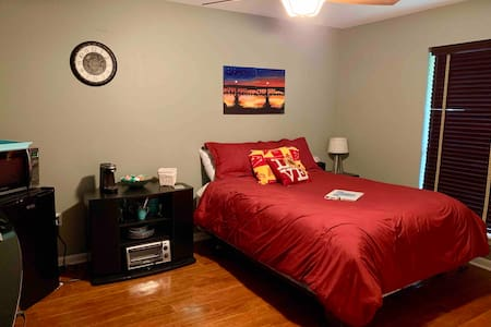 Private Room with Kitchenette near Downtown & LSU