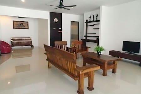 Luxury Holiday Home - Kuching - 独立屋