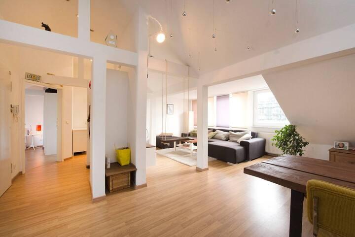 Schöne Dachgeschosswohnung mit Loftcharakter
