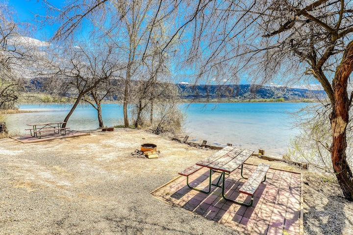 Two beachfront cottages w/ private BBQs & shared resort dock, marina, firepit!