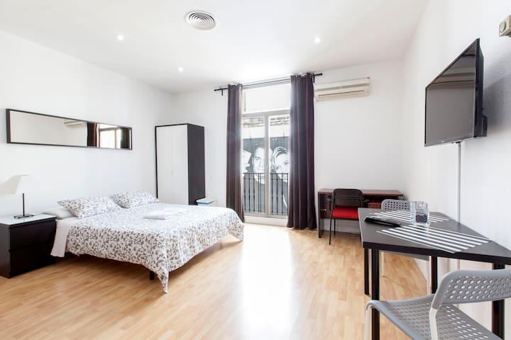2.-GRAN VIA-PLAZA ESPAÑA(Balcon Gran Vía) - Madrid - Bed & Breakfast
