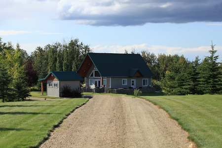 Executive Retreat Near Elk Island National Park!