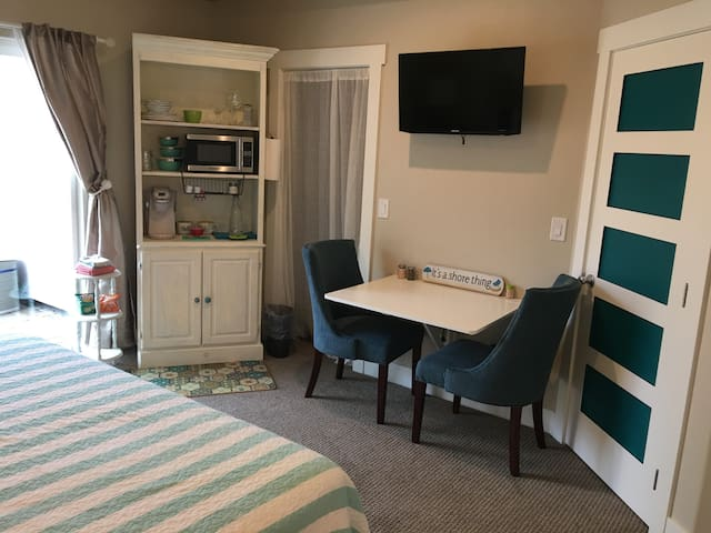 Kitchenette, fold down table for two, flat screen TV, walk in closet.