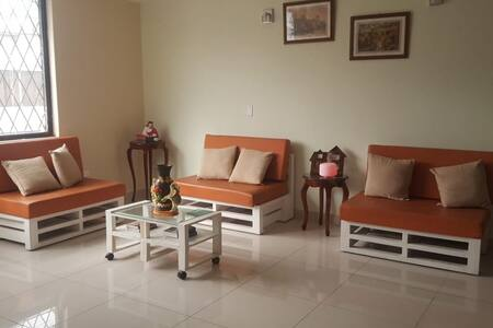 Casa amplia, limpia, confortable e independiente.