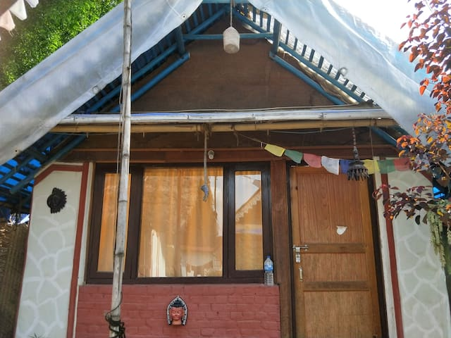 Private small hut with Garden~6km from Airport