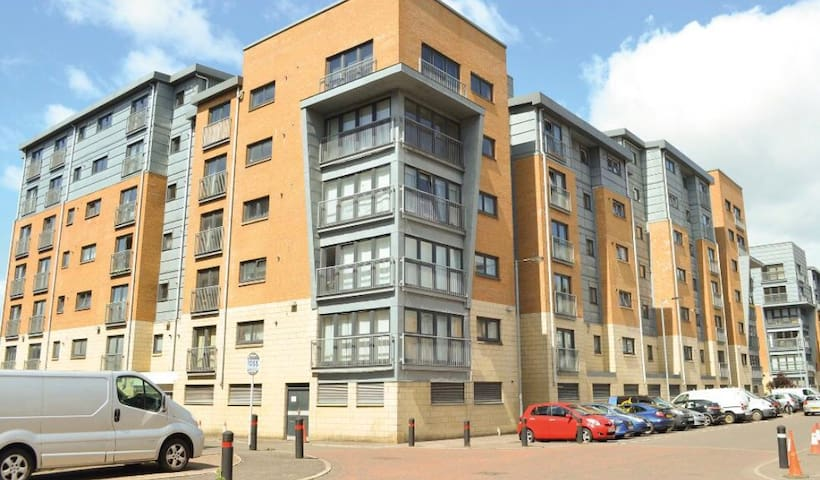 Centrally located  2 Bed flat with U/G parking