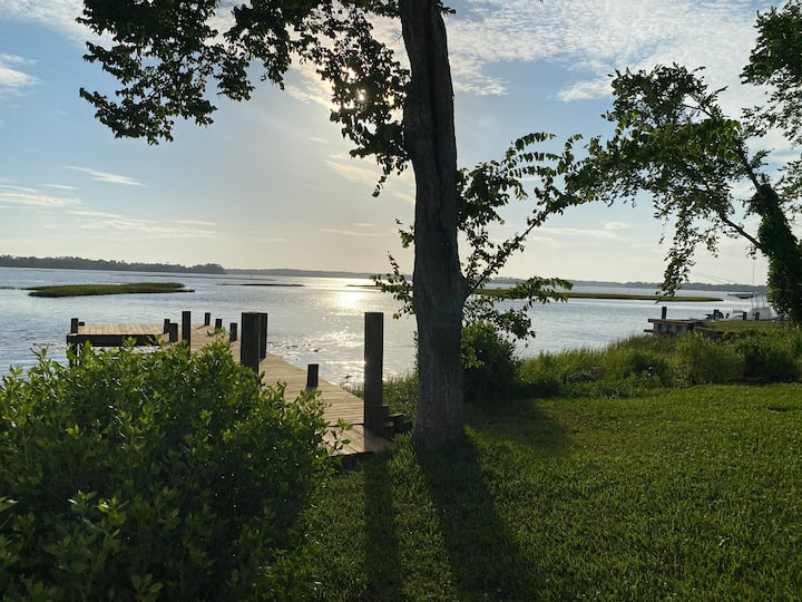 Sandy Point!! Discounts! DOCK!! Views RELAX! FISH!