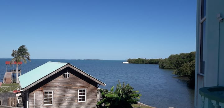 See Belize BAY Studio with INFINITY POOL and Decks