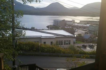 Oceanview Modern Midtown Apartment - Ketchikan