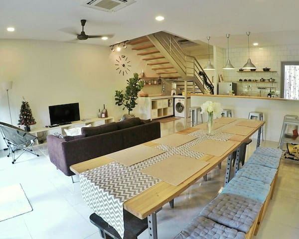 Silverowl Holiday Home, Sleeps 10 - Kota Samarahan - Casa