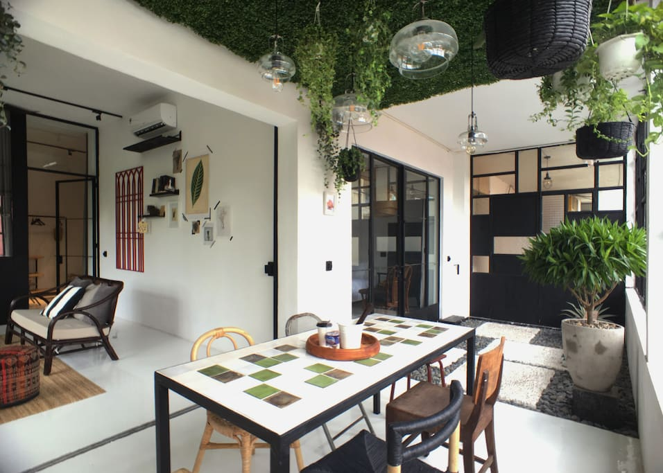 Enter the apartment via a secured COURTYARD garden (part of your space when you book this 3-bedroom Apt)