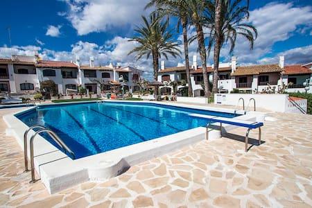 Pleasant villa for 6 people in Torrembarra,  just 1 km from Costa Dorada beaches! - Costa Dorada - Villa