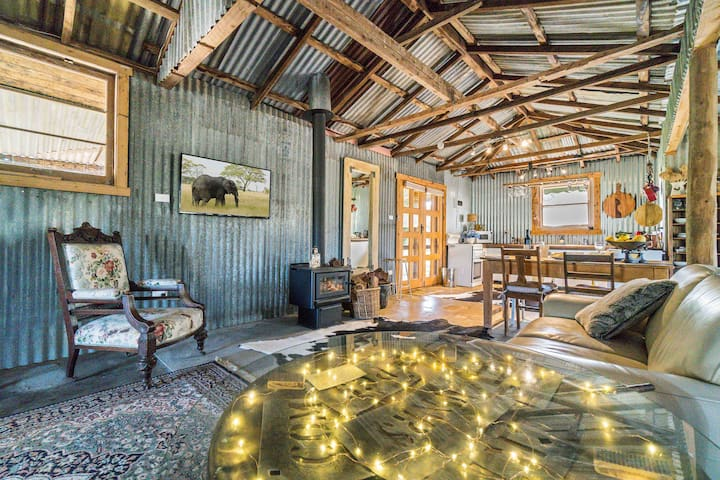 Rustic farm stay- The  Shearing Shed.