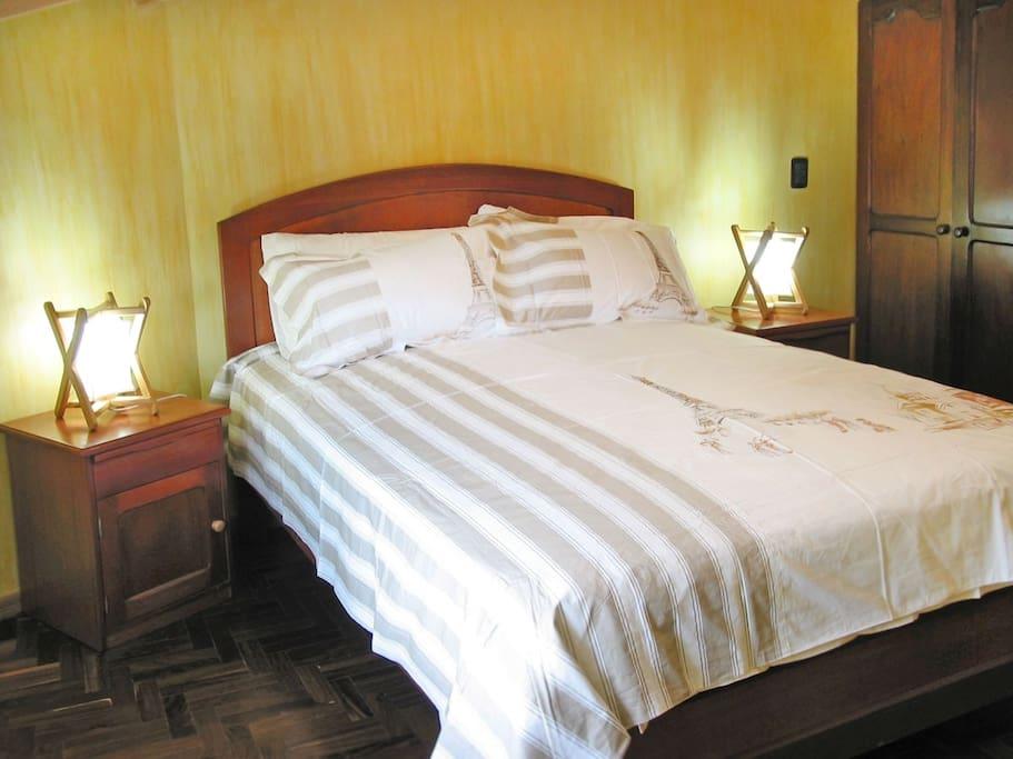 Departamento comodo 1 dormitorio pb sopocachi for Dormitorios comodos