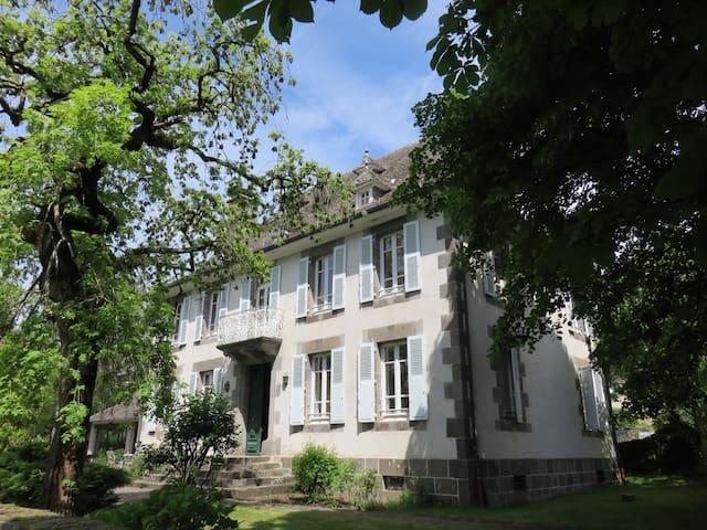 Maison de maître de 1860 auvergne - Marmanhac - Hus