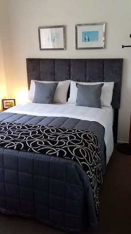 3) Light and Breezy Double Bed Room on Bribie