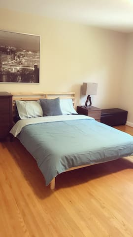 Cozy home stay / lots of private rooms / Toronto