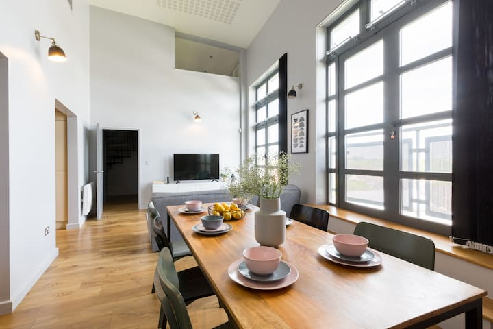 1Gated Loft Penthouse by Canal, parking, sleeps 8