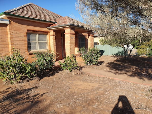 Cosy cottage central dubbo