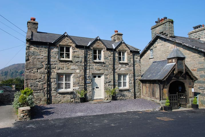 Hilltop Cottage - Maentwrog - House
