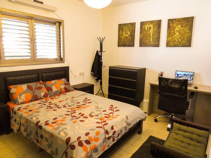 A Lovely Room in The ❤ of Hertseliya