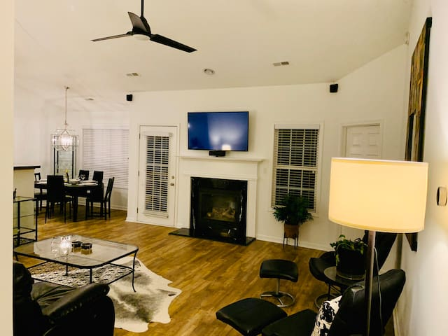 Hideaway main LR with open concept floor plan for entertaining guests and enjoying family and friends. Roku and Apple smart TV at your disposal. Surround sound audio...