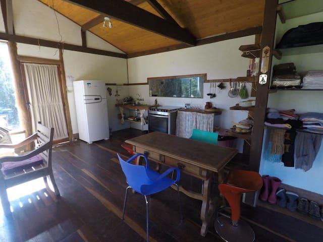 Sala, sala de jantar e cozinha