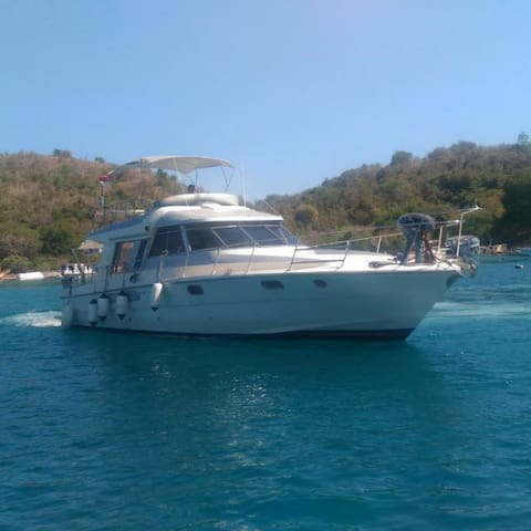 Beautiful Island Charter Komodo, Flores
