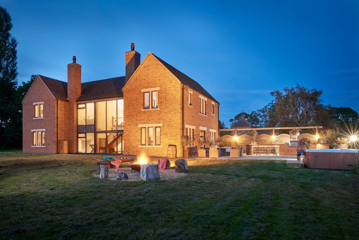 PRIVATE 5* LUXURY COUNTRY ESTATE 30 GUESTS HOT TUB