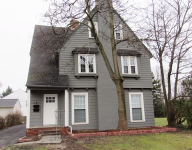 2-Bedrooms in Shaker Heights - Shaker Heights - Apartment