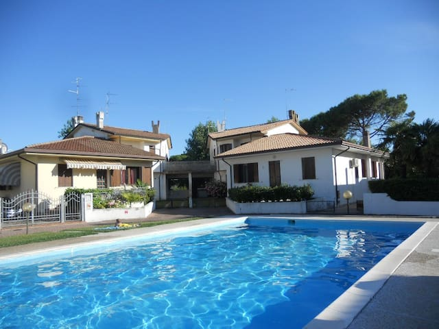 VILLA CA' D'ORO WITH SWIMMING POOL / 10 BEDS - Duna Verde - House