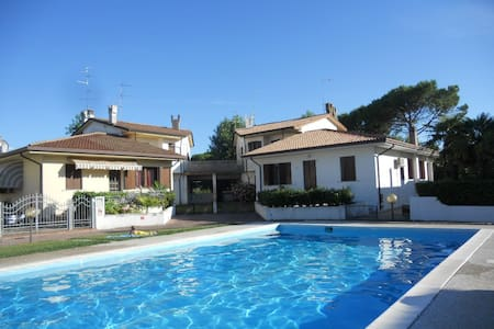 VILLA CA' D'ORO WITH SWIMMING POOL / 10 BEDS - Duna Verde - Casa