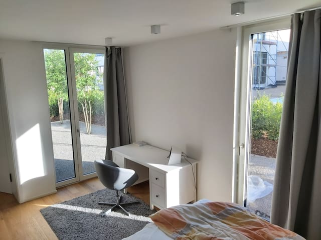 Private room in central Frankfurt location
