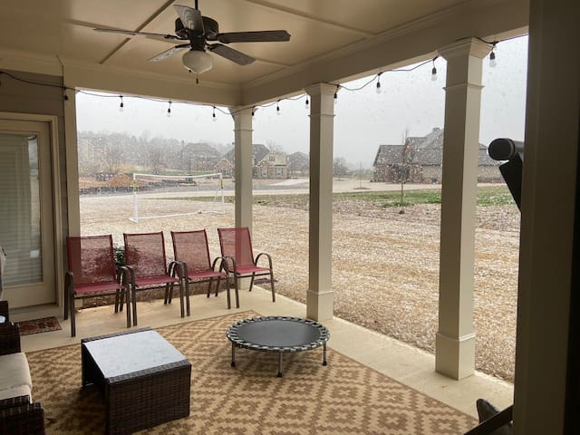 Newly Build 1 acre house close to classic city!