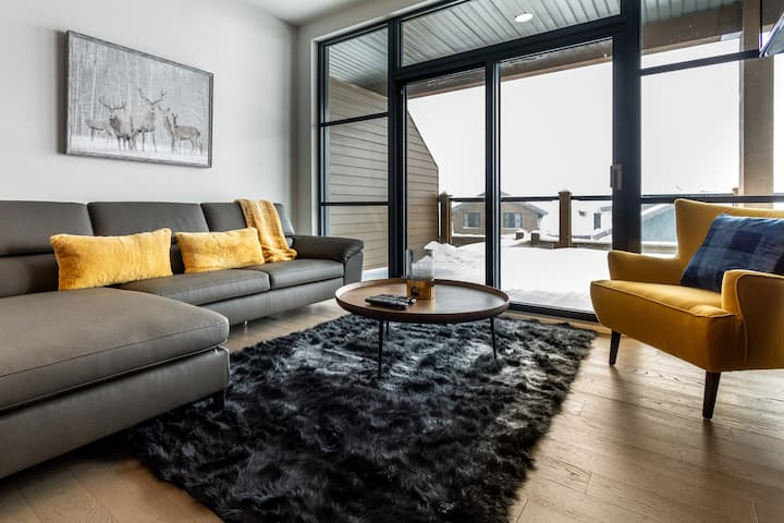Chalet Chic Style With PRIVATE Large Terrace