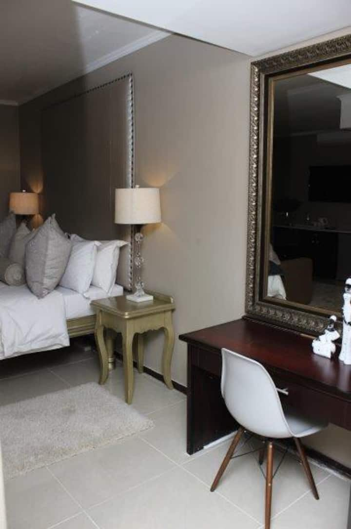 BEAUTIFUL APARTM A10 SITUATED IN BAINS GAME LODGE