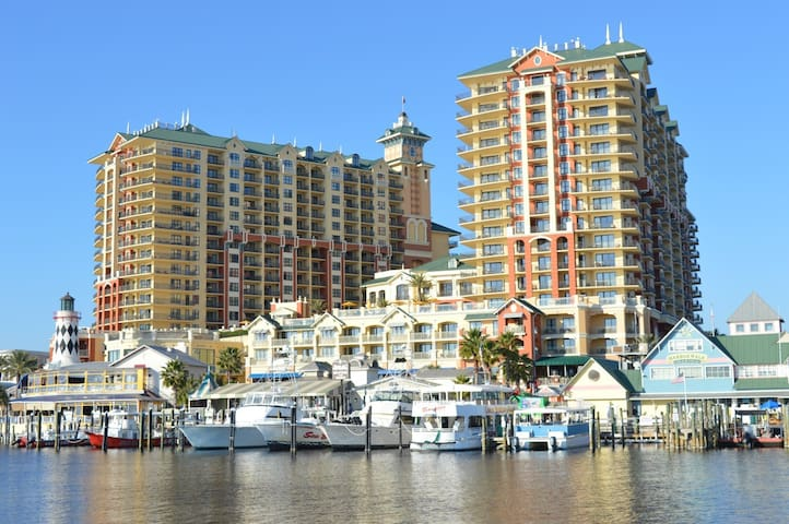 Emerald Grande 128 - FULL 3bd/3ba - NEW Flooring
