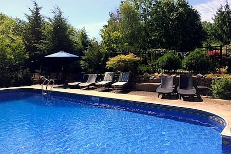 Private In-Law Suite with Pool - Lunenburg - Apartment