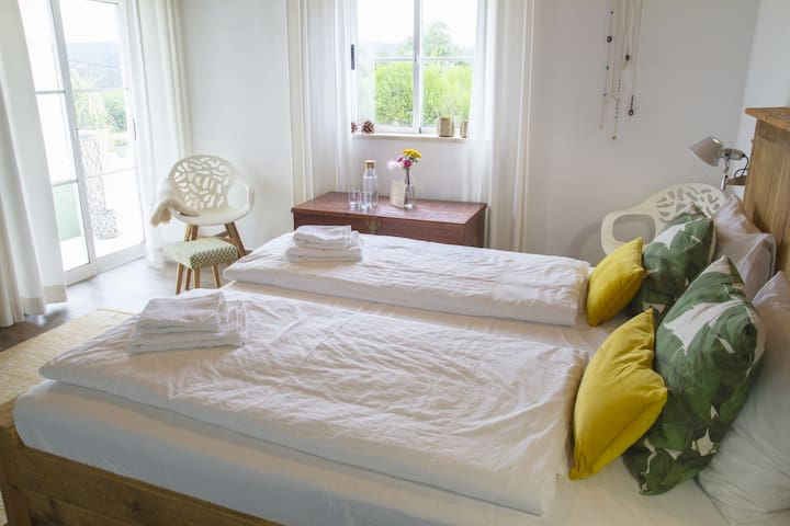 COLINA CALMA - King Size Deluxe Bedroom //Breakfast included